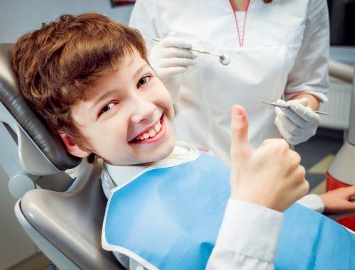 Macchie bianche sui denti dei bambini